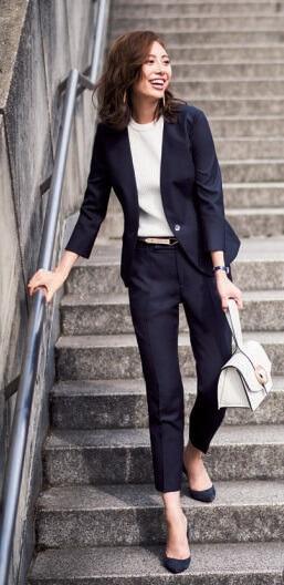 転職 女性 スーツ パンツ